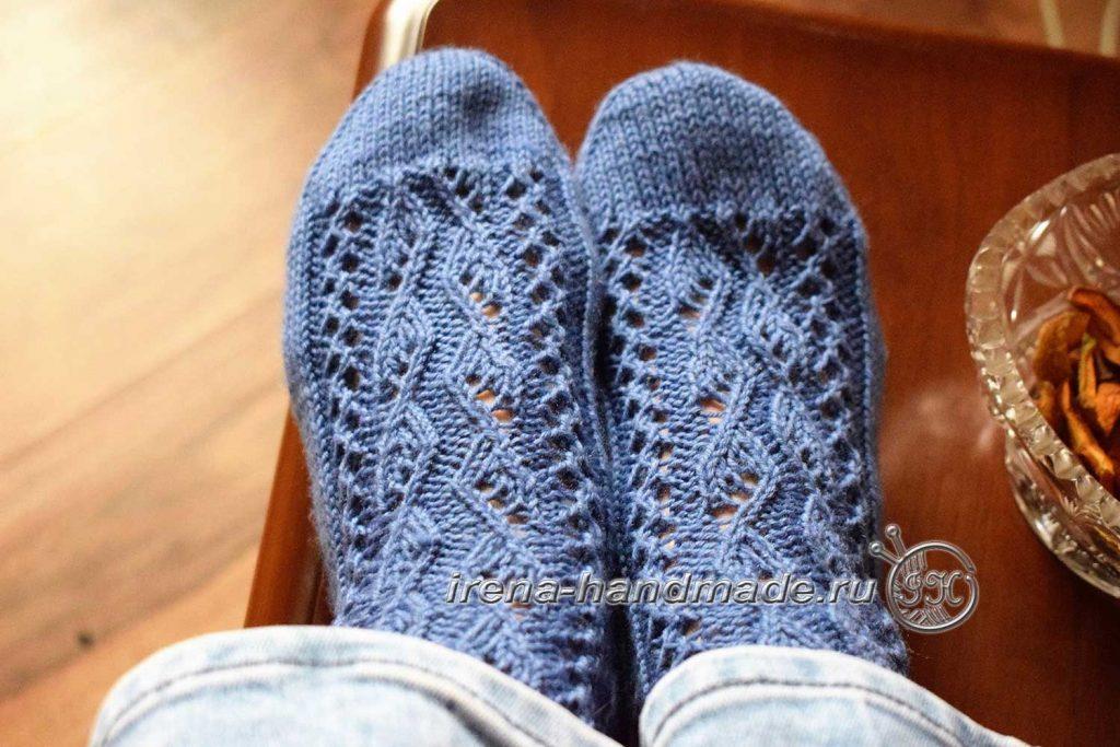 Носки с ажурным узором «Капельки» - ноги