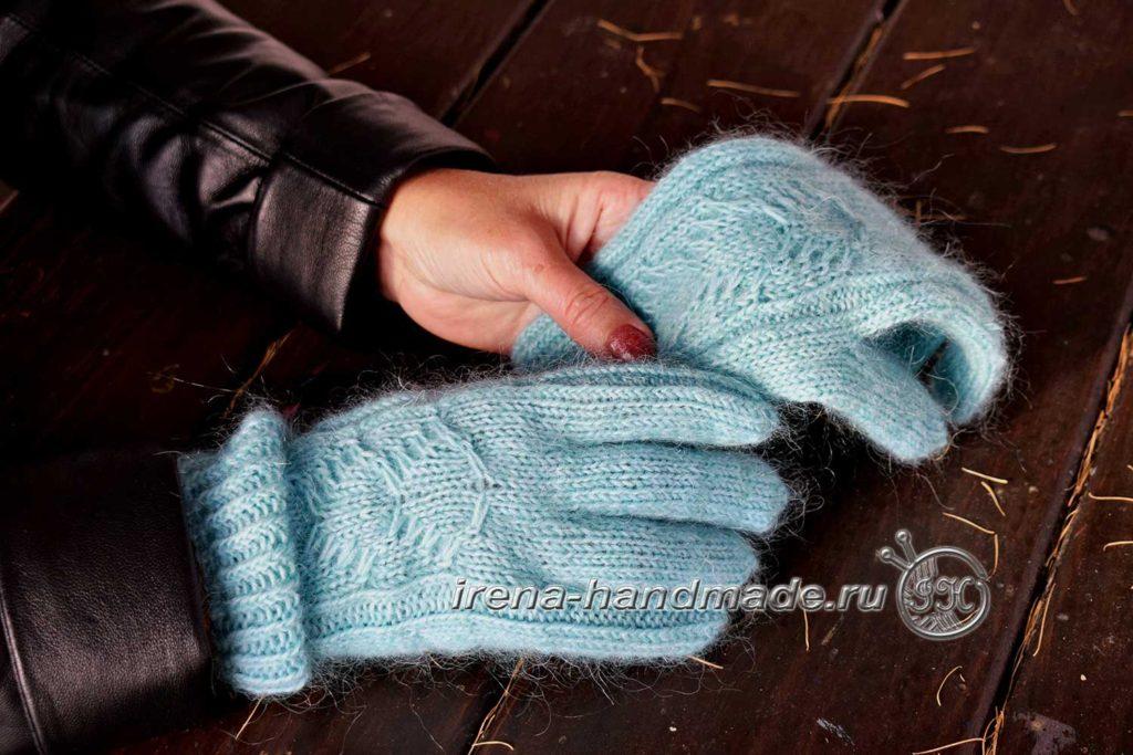 Перчатки с узором «Елочка» - на модели