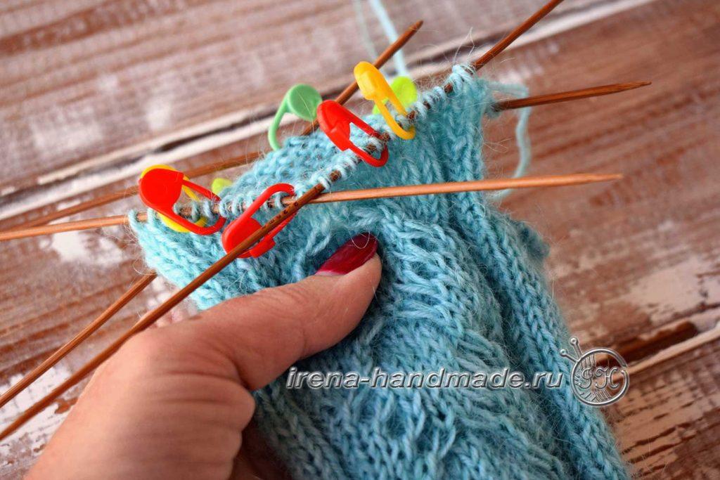 Перчатки с узором «Елочка» - петли пальцев