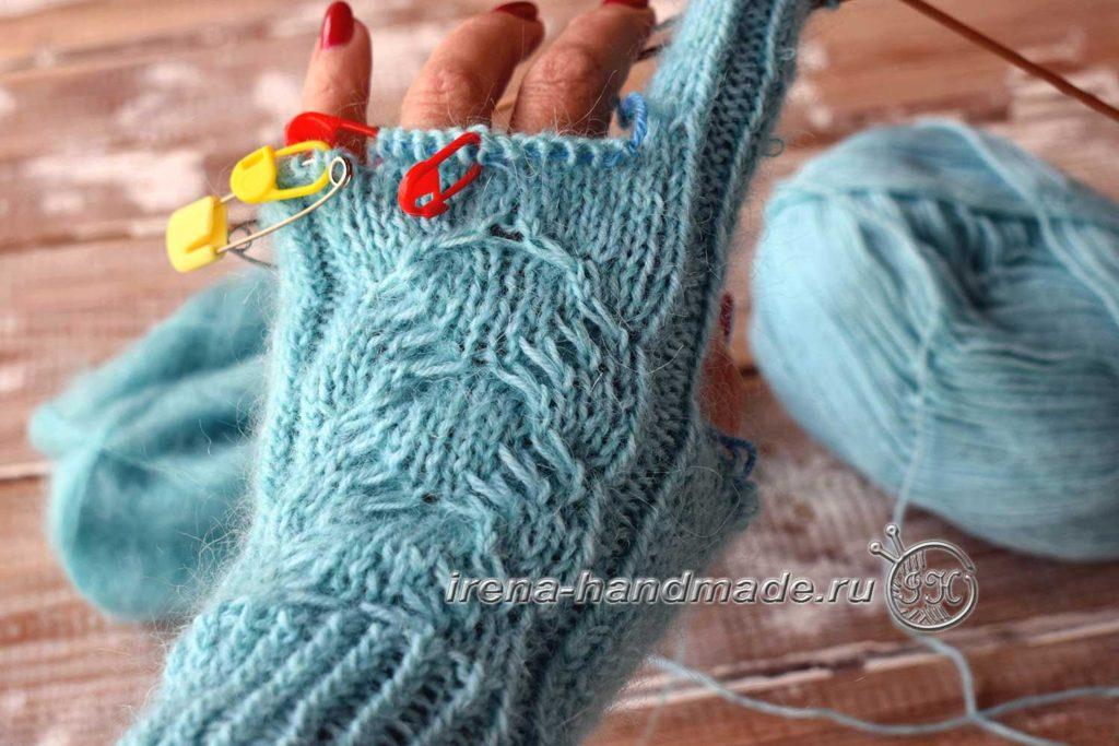 Перчатки с узором «Елочка» - средний палец примерка